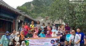 4 Days 3 Nights Beijing Tour- Visitors from Singapore at Badaling Great Wall