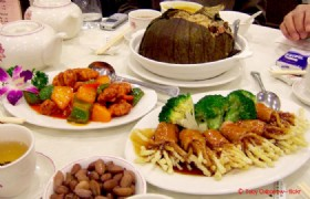 5-Day Hong Kong and Shenzhen Gourmet Muslim Tour with Disneyland