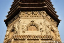 Bank of Kunyu River, Linglong Tower