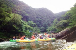 The Excitement at Huangteng Gorge (黄腾峡) Takes Away Annoyance