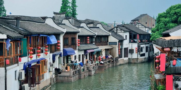 Zhujiajiao Water Town plus Huangpu River Dinner Cruise