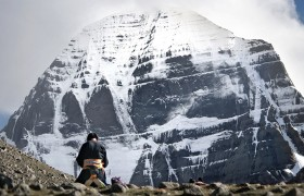 15-day Lhasa-Everest Base Camp-Mount Kailash Tour (Mini Group)