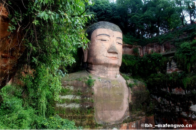 Giant Buddha of Leshan-2.png