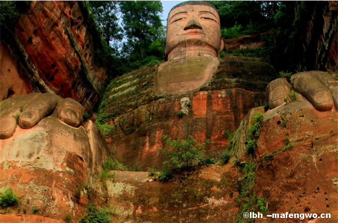 Giant Buddha of Leshan-3.png