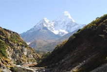 Amadablam-base-camp-trek.jpg
