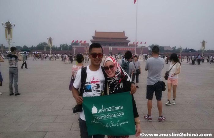 Muslim-Couples-at-Beijing-Tiananmen-Square.jpg