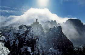 huangshan flying rock in winter