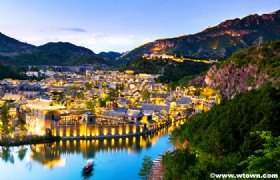 Gubei Water Town and Great Wall Simatai 2 Days Tour