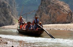 Shennongxi stream rafting