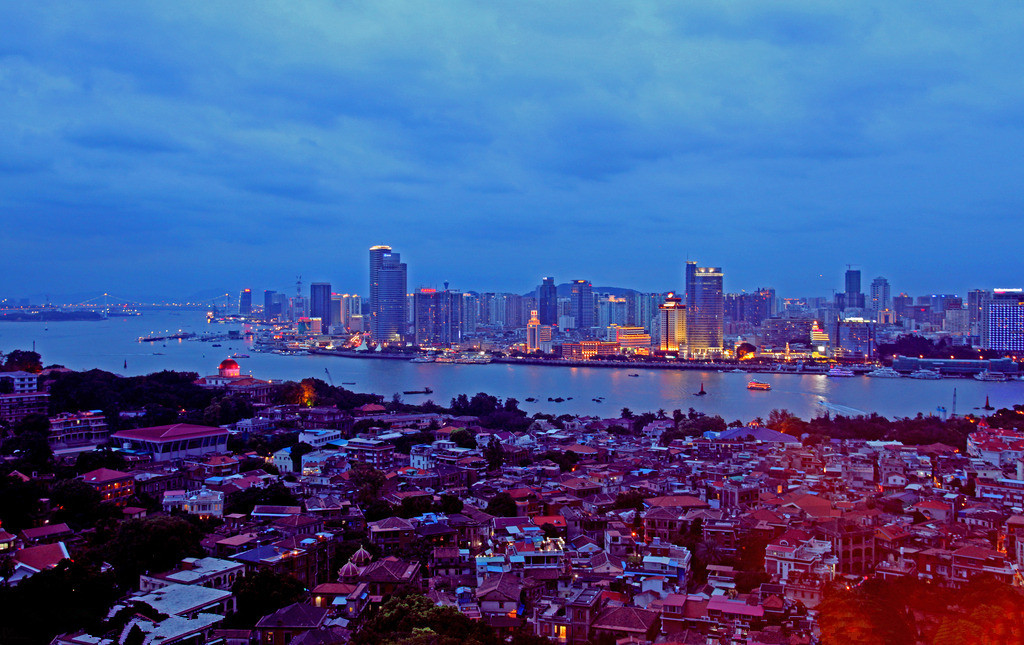7 Day Xiamen and Hong Kong Bullet Train Tour
