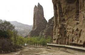 Bingling Grottoes exterior