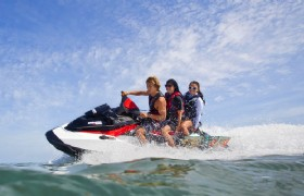 http://www.chinatouradvisors.com/UpLoad/Hainan/Sanya/Attractions/Sanya-Speedboat/Speedboat-02.jpg