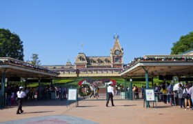 Hong Kong Disneyland New Record Revenue