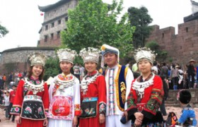 minority ethnic dress in Fenghuang