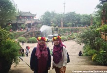 8 Days Chengdu Jiuzhai Valley Tour - Visitors at Huanglong Temple