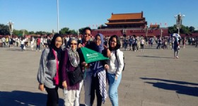 5 Days Beijing Tour - 5 Visitors at Beijing Tiananmen Square