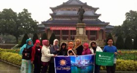Guests at Guangzhou Sun Yat-sen Memorial Hall