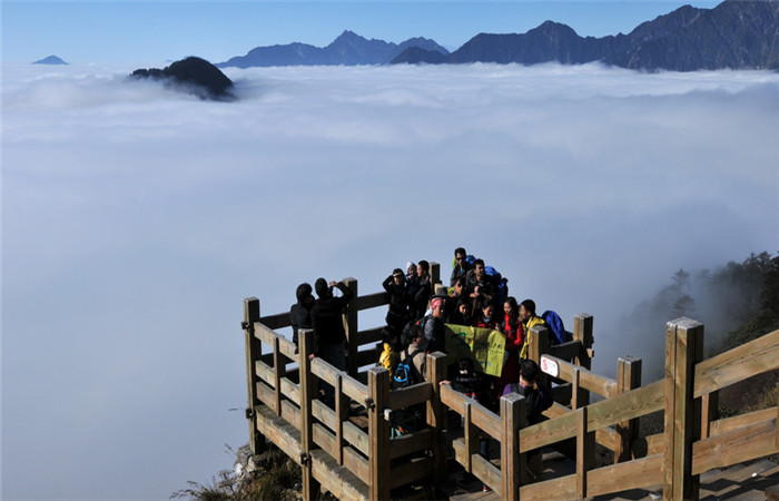 7 Days Chengdu, Hailuogou and Xiling Snow Mountain Tour