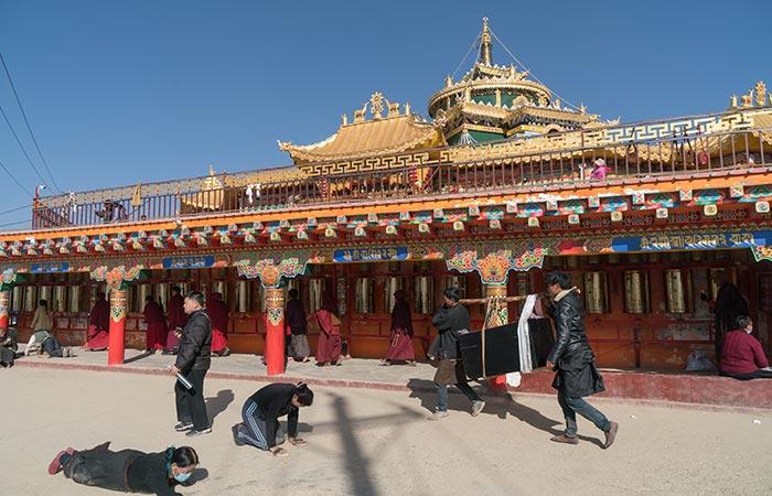 Garze Temple