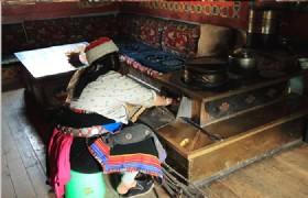 Tibetan Family Visit 02