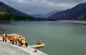 Rafting in Yangtze River