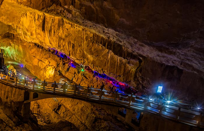 1 Day Group Tour to Stone Forest and Jiuxiang Cave