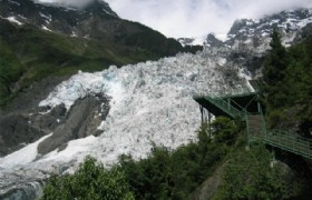 Mingyong glacier walkway
