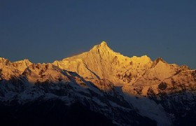 meili snow mountain sunrise