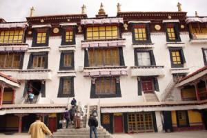 Tibet - Drepung Monastery devout Buddha crowds