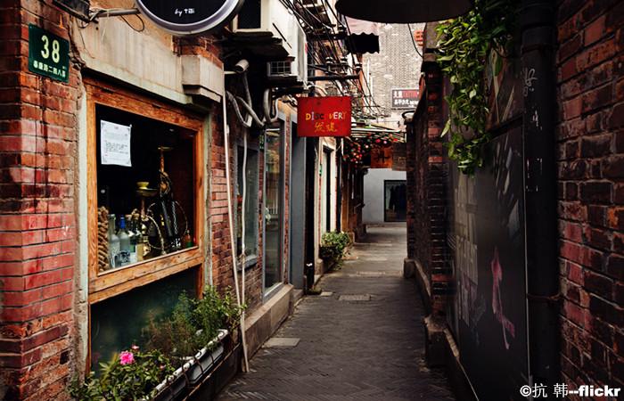 Leisure Walking in Shanghai