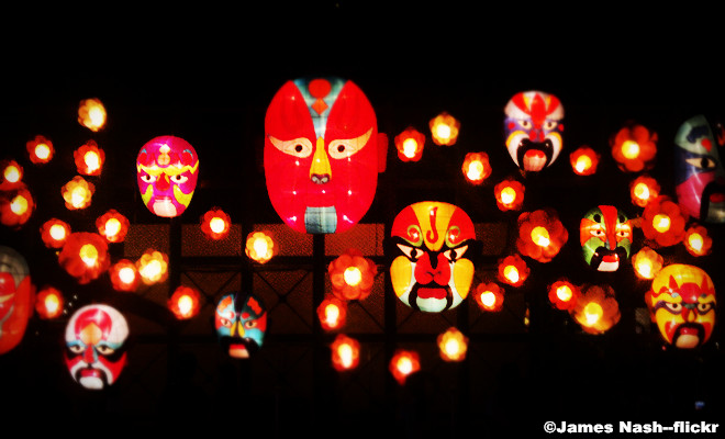 Mid-autumn Festival-Admiring the Beauty of the Moon and Lanterns