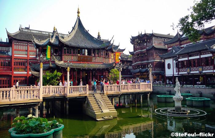 Walk along the Yu Garden
