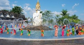 Xishuangbanna Water Splashing Festival Begins