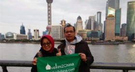 Wonderful 7 Days Beijing and Shanghai Tour - Visitors at Shanghai Oriental Pearl Tower