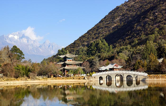 lijiang black singles Explore lijiang, visit tiger leaping gorge, trek to yi village & spend a night at a naxi homestay on this 5 day tour of lijiang in china.