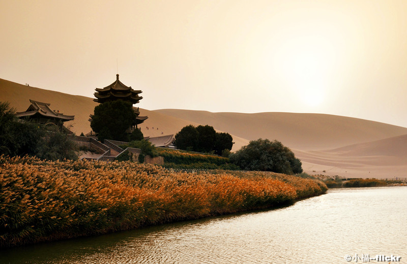 Dunhuang-Crescent-Lake-2.jpg