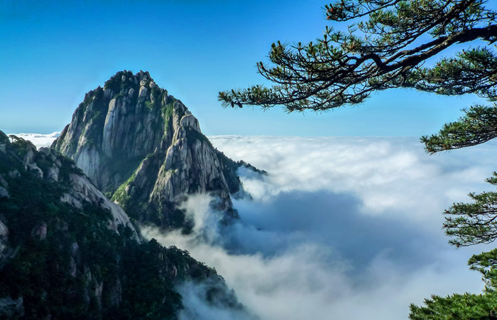 Mount-Huangshan-Lotus-Peak.jpg